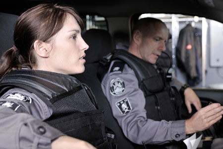 Amy Jo Johnson and Hugh Dillon in Flashpoint